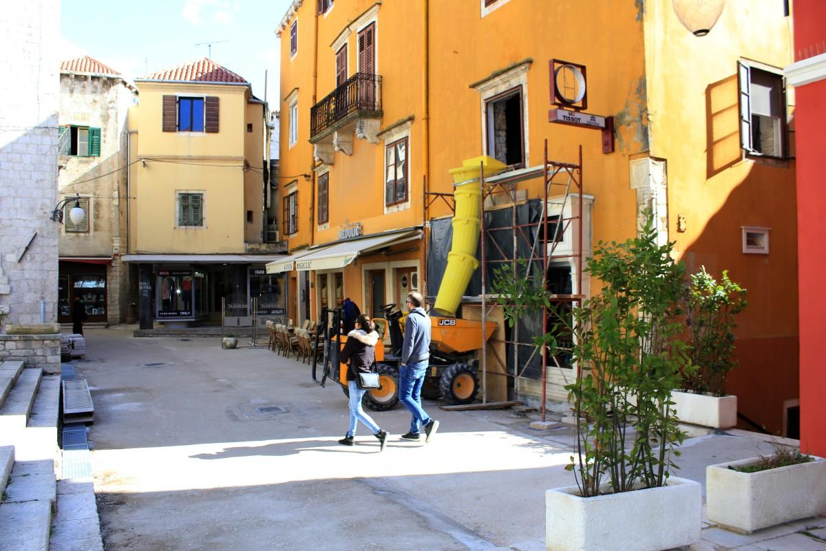 Sezona stiže, a stara gradska jezgra Šibenika veliko, ružno gradilište: Trebaju li djeca , svojom kreativnošću, spasiti grad MDF-a i zadržati turiste ?