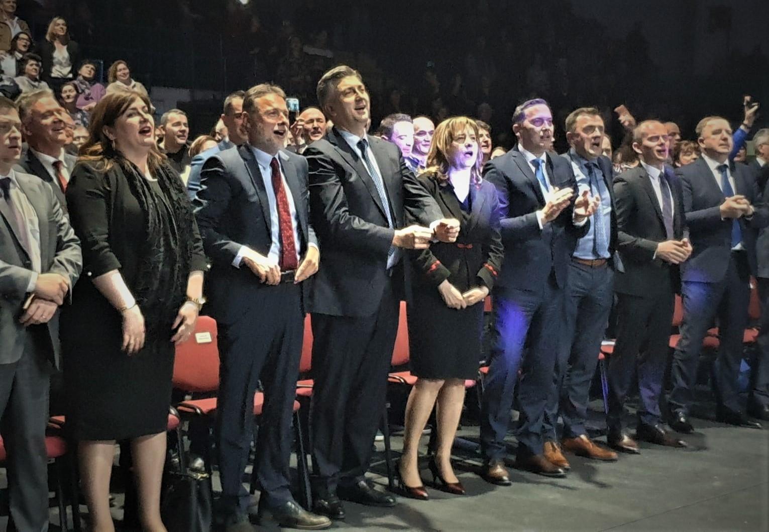"""Izbori u HDZ-u : """"HDZ-ovom našom"""", splet folklornih plesova i izvornih napjeva nepoznatih domoljubnih autora"""