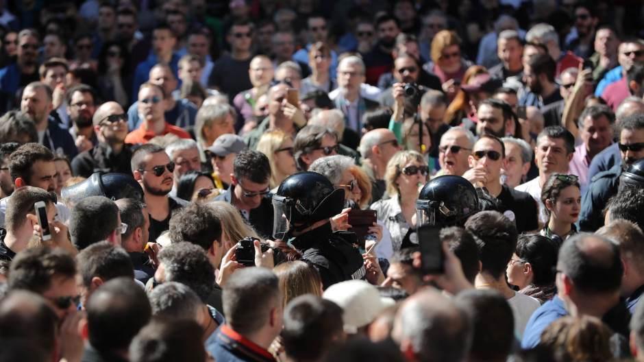 Veliki prosvjedi u Srbiji: Nakon sinoćnjeg upada prosvjednika u zgradu RTS-a, danas je glavni zahtjev oporbe Vučićeva ostavka