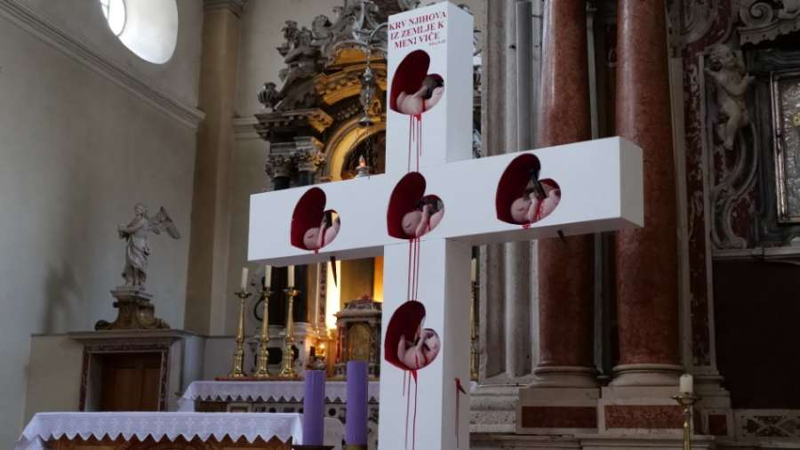 Vodički krvavi fetusi na bijelom križu: Crkvena inkvizicija zastrašuje i prijeti