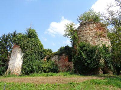 Ruševina dvorca Bisag, jedna od atrakcija u Bisagu (foto Wikipedia)