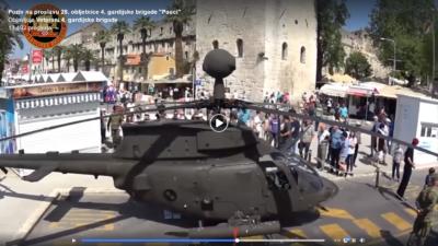Bojni helikopter na turističko-prometnom terminalu u Splitu (foto printscreen)