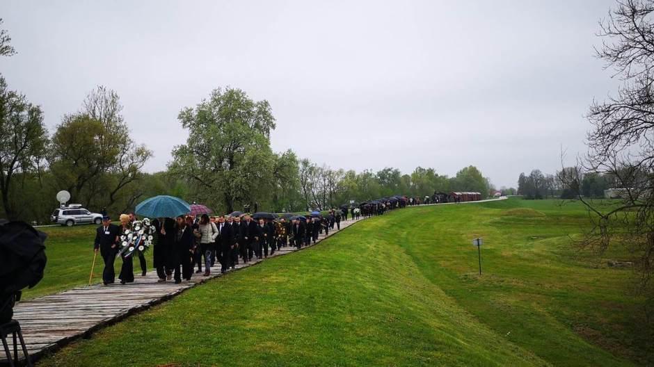 Jasenovac, komemoracija II : Treba osuditi zločine ustaškog režima i poštovati zakon  kad je u pitanju isticanje ustaških simbola