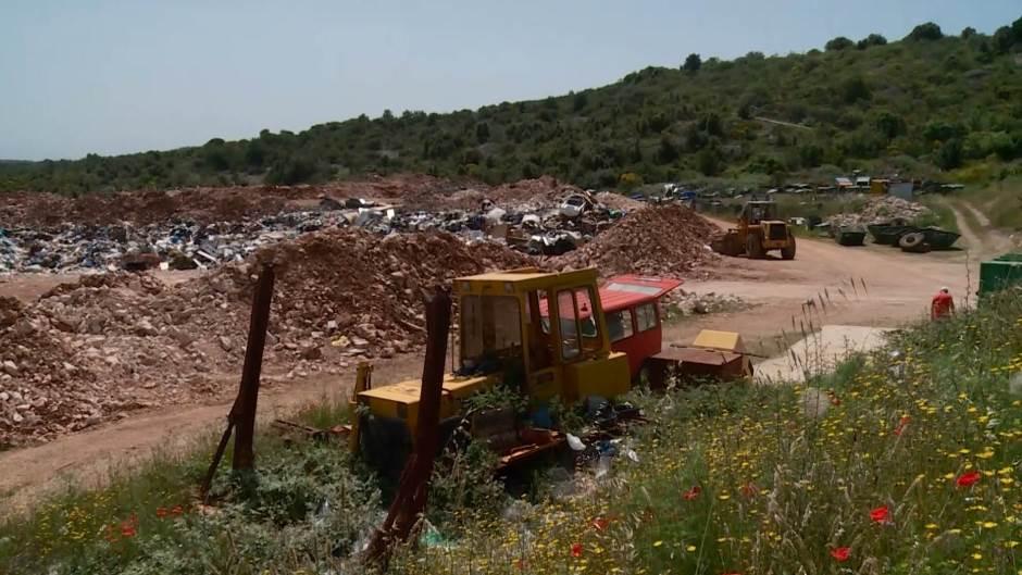 Referendum u Supetru nije uspio: Slaba izlaznost Supetrana dovodi kompletno bračko smeće u grad