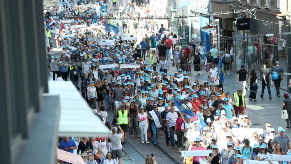 Prosvjed prosvjetnih radnika urodio plodom: Vlada prihvatila dijalog, obećala razmotriti zahtjeve za povećanje plaća, pa štrajka prvog dana nastave neće biti
