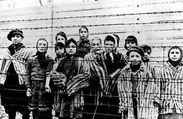 U Poljskoj Plenković poručio da se protiv rastućeg antisemitizma treba boriti obrazovanjem mladih o holokaustu, kod kuće tolerira povijesni revizionizam i ustašofiliju