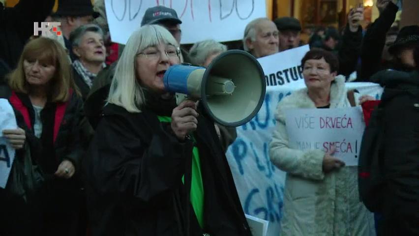 Novi prosvjed protiv Milana Bandića na dan izborne šutnje, građani kao porota : Bandiću odlazi! Kriv si!