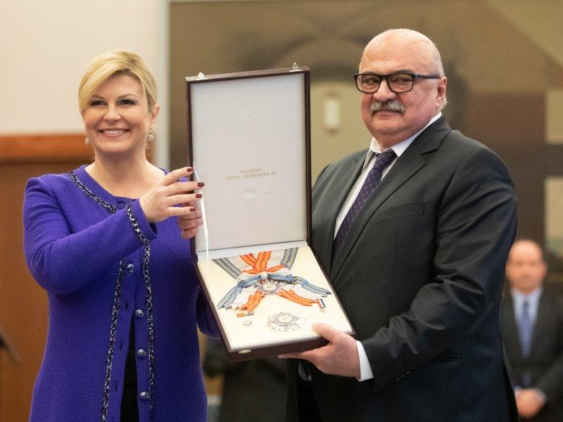 Kolinda Grabar Kitarović nakon pomilovanja, podijelila i 40-ak odlikovanja: Mora se delati, do zadnjeg dana, a i poslije…