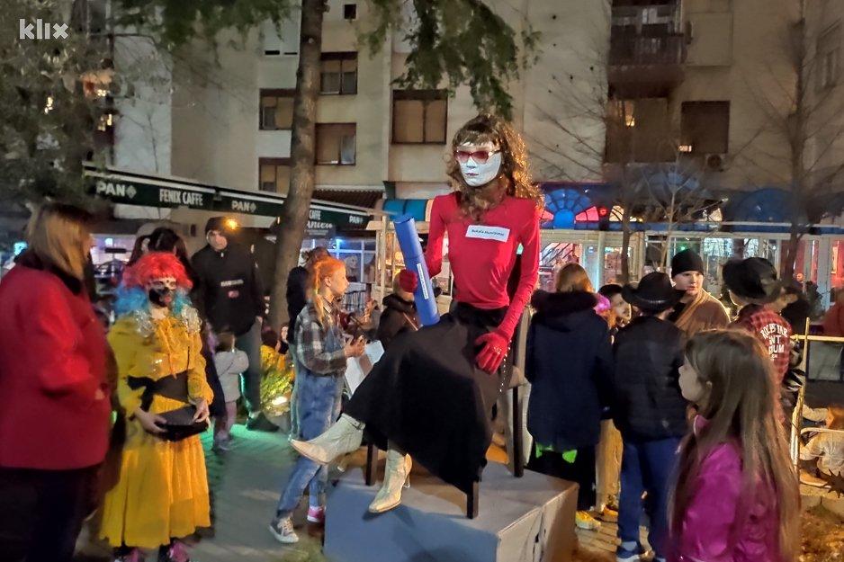 Mostarci na karnevalu spalili lutku književnice Martine Mlinarević: Ne mogu ja sebi naraditi PR-a, koliko mi ga hercegovački maloumnici mogu džabe napraviti….