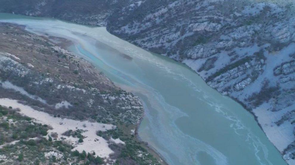 Počela sanacija na Zrmanji: Kosi se onečišćena trska i nisko raslinje i odvozi na spaljivanje, ali to je sanacija posljedica a ne uzroka ekocida!?