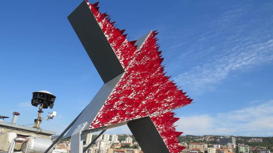 Riječka petokraka, samoobrambeni spomenik protiv povijesnog zaborava