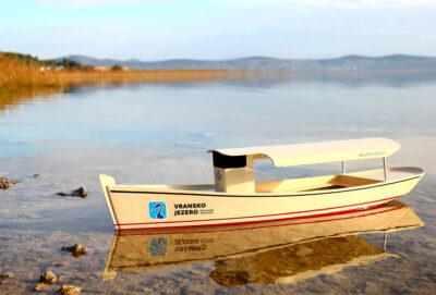PP Vransko jezero: Zaplovit će solarni 'parobrod' izrađen od plastičnih boca!