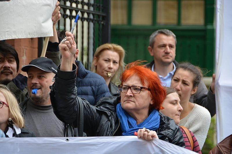 """Vino & UDBA u """"otvorenom pismu Radi Borić"""": Ako Boga znate, ne lajkajte više naše objave, vidjet će to predsjednik pa će i nas uzeti na zub!"""