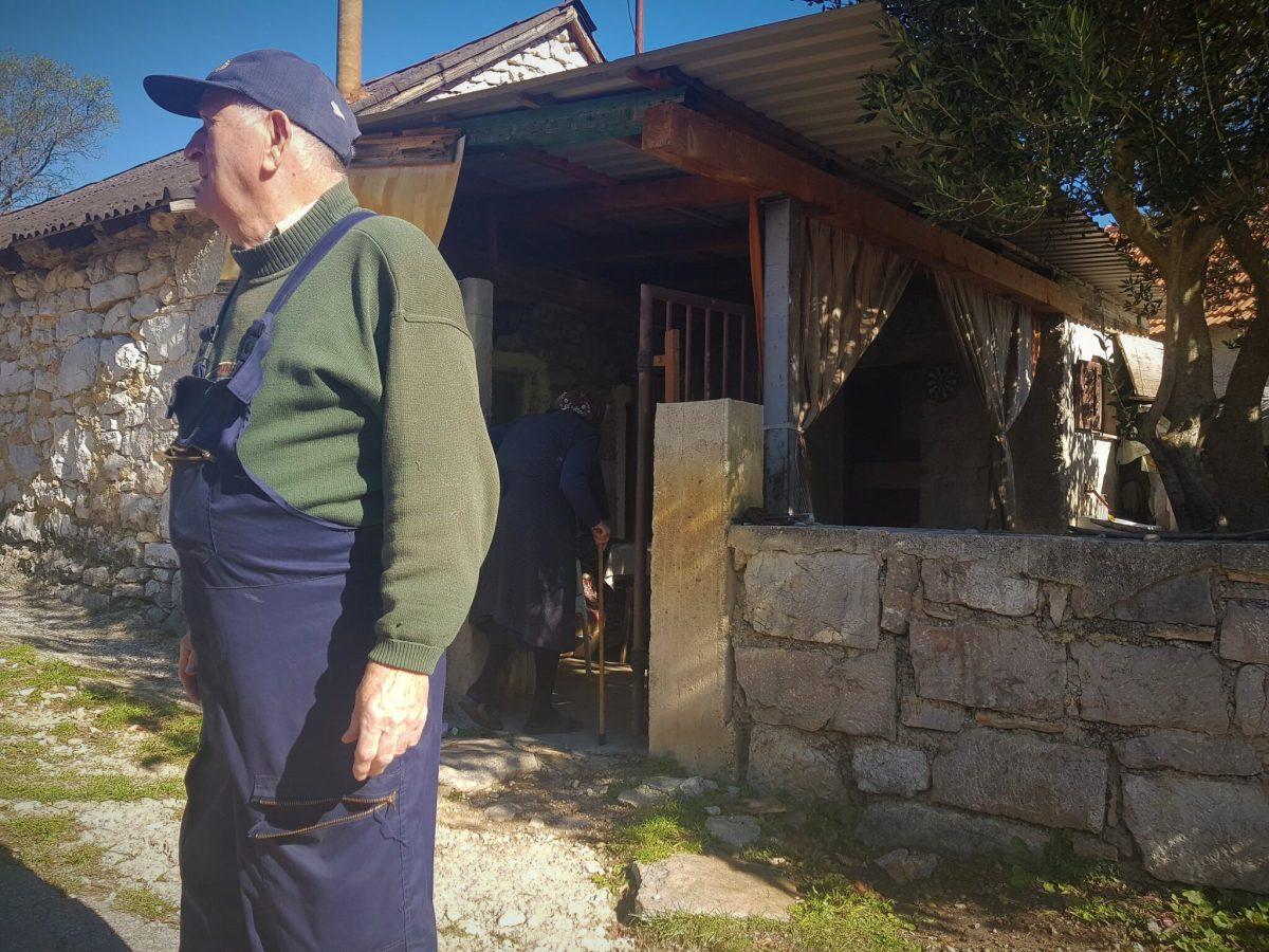 """Selo Ljubač kod Knina i njegov """"glasnogovornik"""" Joso Madžar: Požalija san se Josipi da neman vode, a ona meni ni pet ni šest- """"pala je kiša""""!"""