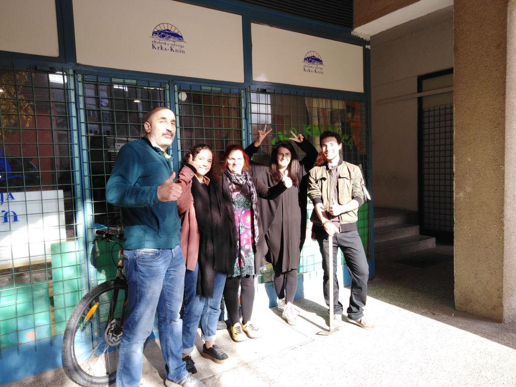 Ekološka udruga Krka Knin: Topla dobrodošlica za novopečene Kninjane Felicie i Douglasa – dvoje volontera iz Francuske