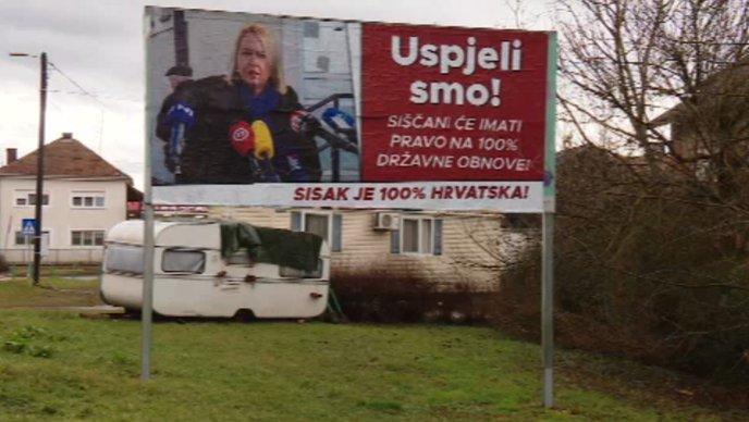 Jumbo plakati s likom i porukama sisačke gradonačelnice, naljutili HDZ: Gradonačelnica radi kampanju na tragediji Siščana!