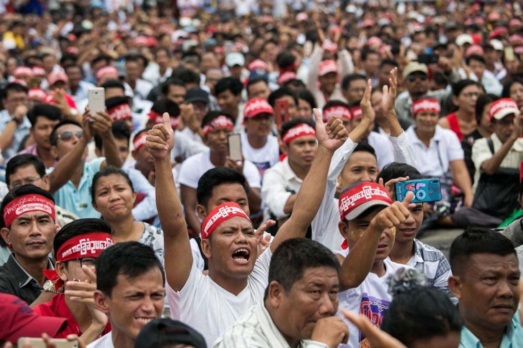 Vijesti iz Mjanmara ili Burme: Deseci tisuća na ulicama protestiraju protiv vojnog puča, gašenja interneta i uhićenja Aung San Suu Kyi