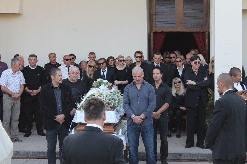 Uz obitelj su bili i Dooloresini kolege i prijatelji