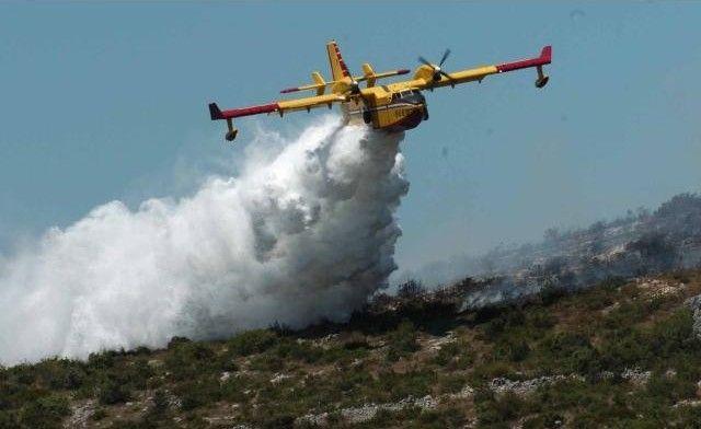 Kanaderi ugasili 104 požara i potrošili 423.000 litara goriva