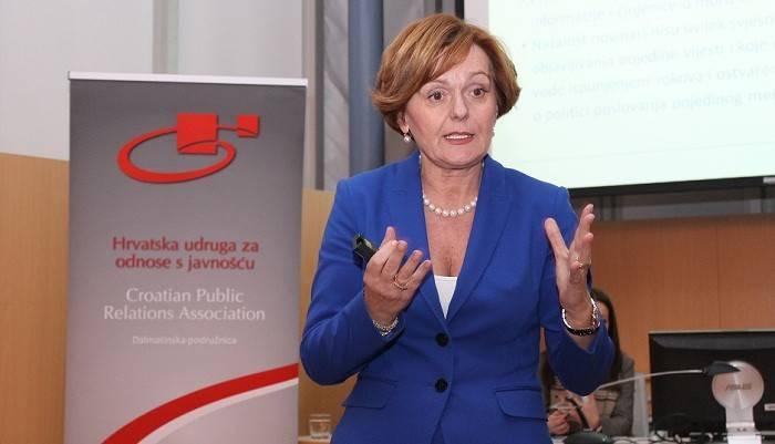 Ankica Mamić na predavanju u Gradskoj knjižnici u Šibeniku (Foto Hrvoslav Pavić) (2)