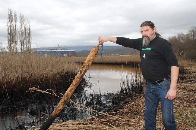 Čelnik Ekološke udruge Krka S. Kmetić TRIS-ovim reporterima ukazuje na zagađenje u veljači ove godine
