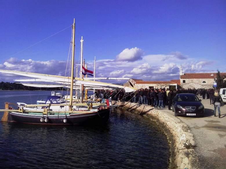 Ljudi i brodovi na Ćirinom ispraćaju