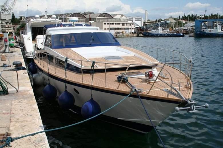 Brod tipa Akhir 18S nazvan 'Malo vitra', a ranije 'Utiha' u oglasniku (foto: www.croatiacharter.com)