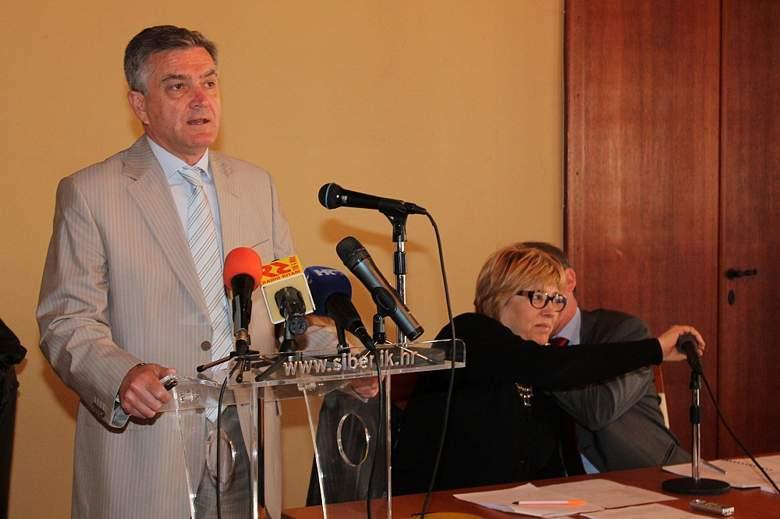 Gradsko vijeće Šibenika - gradonačelnik Željko Burić (Foto H. Pavić)  (3)