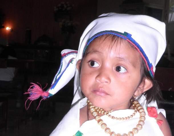 Djevojčica u nošnji plemena Kichu