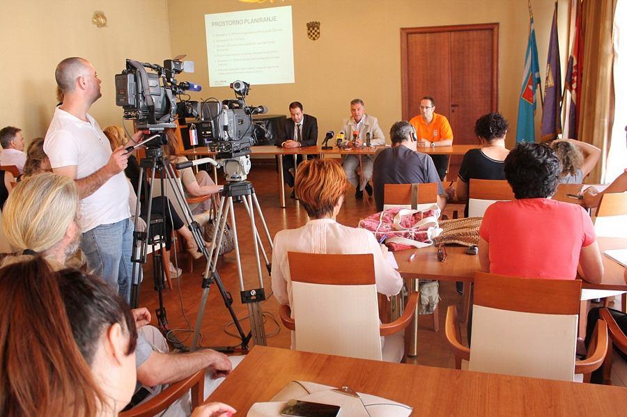 Konferencija za novinare gradonačelnika dr. Željka Burića- Prva godina mandata (Foto H. Pavić) (1)