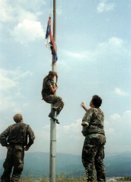 Srpsku zastavu s kninske tvrđave 5. kolovoza 1995. godine skinuo je Vodičanin Mario Bilać: 'Ubili smo se dok smo je skidali'