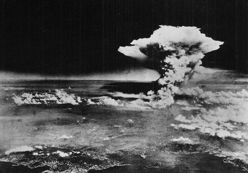 Trenutak eksplozije iznad Hirošime snimljen iz američkog aviona (foto: Wikipedia)