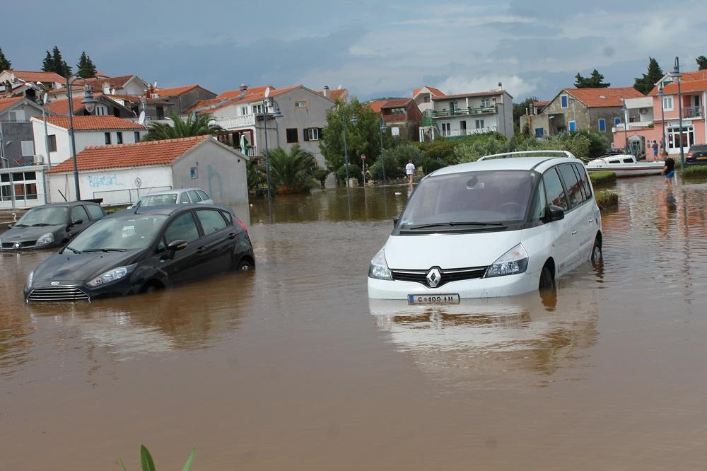 Poplave u Vodicama i Tribunju (Foto H. Pavić) (1)