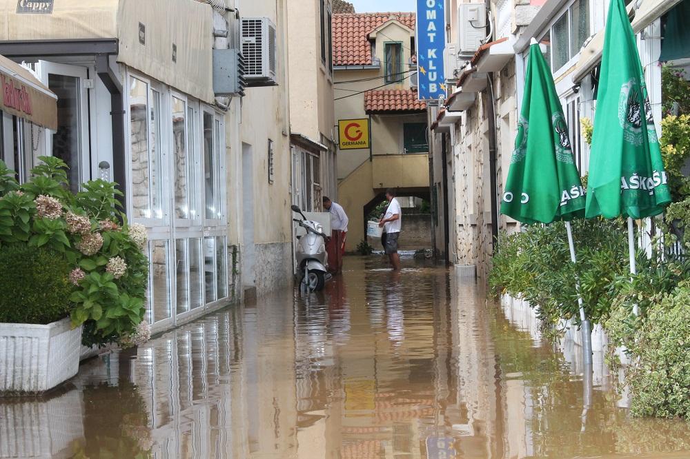 Poplave u Vodicama i Tribunju (Foto H. Pavić) (12)