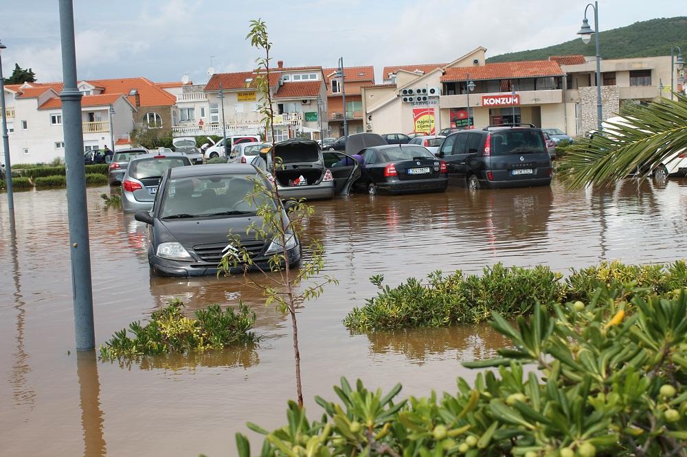 Poplave u Vodicama i Tribunju (Foto H. Pavić) (2)