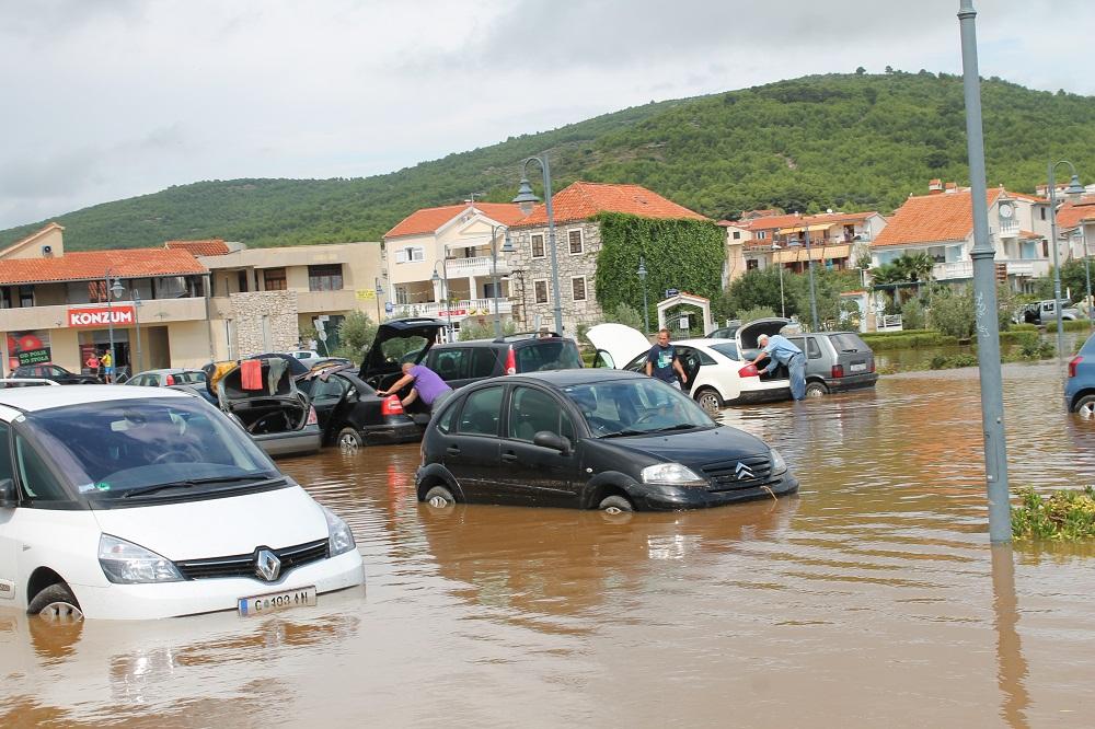 Poplave u Vodicama i Tribunju (Foto H. Pavić) (28)