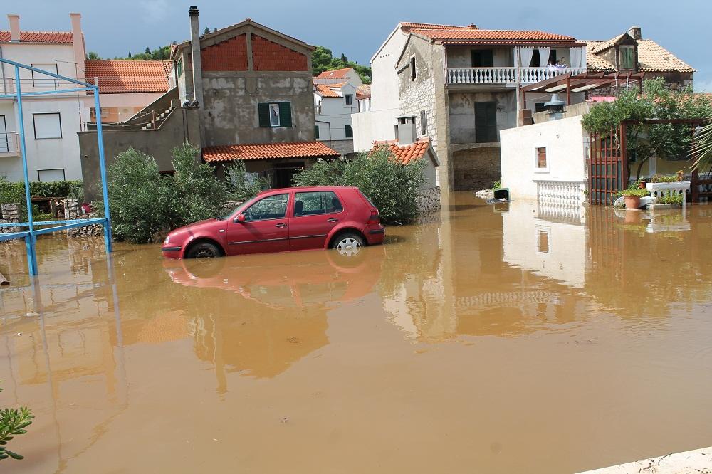 Poplave u Vodicama i Tribunju (Foto H. Pavić) (32)