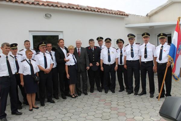 Predsjednik u društvu s primoštenskim vatrogascima (Foto: Hrvoslav Pavić)