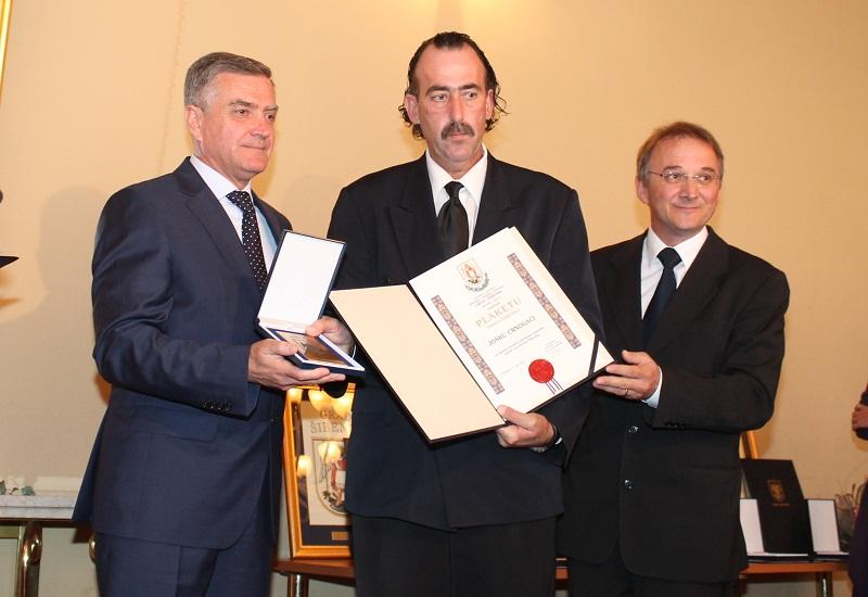 Gradonačelnik Željko Burić, nagrađeni Joško Crnogaća i Ivica Poljiča (Foto: Hrvoslav Pavić)