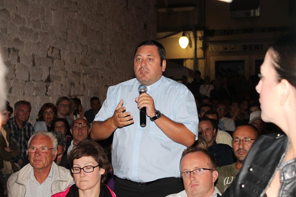 Don Glasnović na Festivalu alternative i ljevice (FALIŠ) u Šibeniku (Foto H. Pavić)
