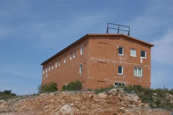 'Narančasta zgrada' na Banju ponuđena udrugama mladih