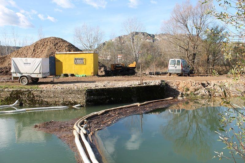 Tajni poslovi javnog poduzeća: Što se to mulja s naftnim muljem u koritu Orašnice?
