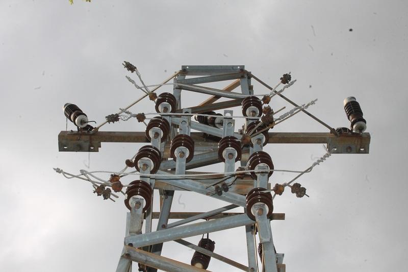 Žice s dalekovoda odavno raščupali lopovi i prodali ih na tržištu sekundarnih sirovina (Foto: H. pavić)