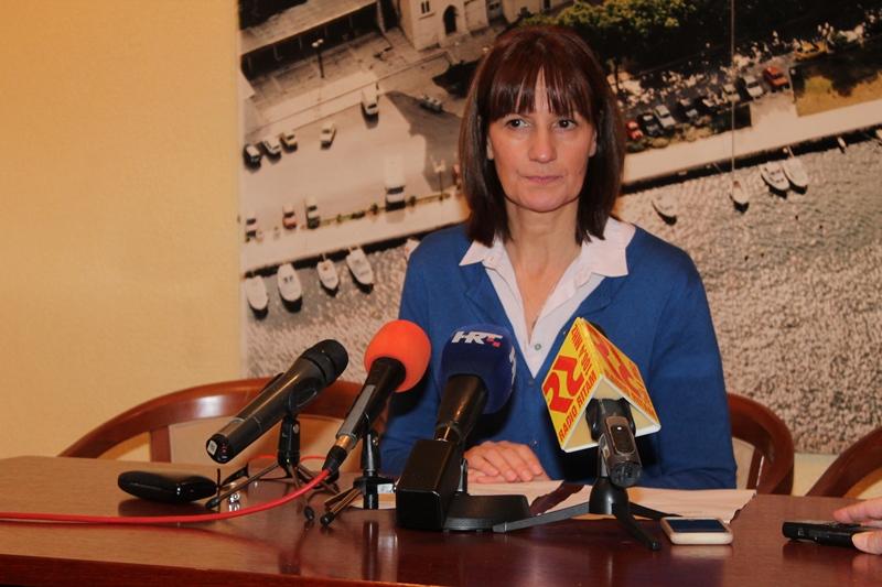 Vijećnica SDP-a u Gradskom vijeću Vodica Marija Alfirev na današnjoj konferenciji za novinare (Foto: H. Pavić)