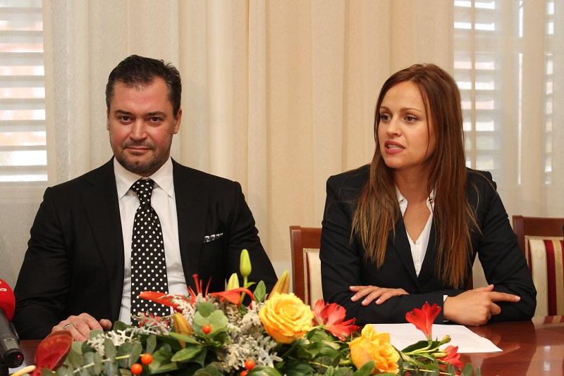 Aleksej Prolov, vlasnik tvrtke Aqua Relaxio, s prevoditeljicom (Foto H. Pavić)