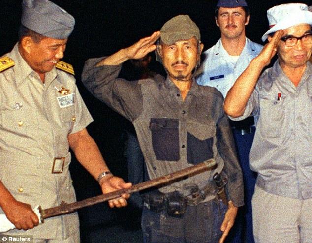 Hiroo Onoda (rođen 1922.)  na otoku Lubang je nakon 29 godina izašao je iz džungle i predao se u svečanoj uniformi. Predao je i svoj mač, još uvijek funkcionalnu pušku Arisaka sa 500 metaka i nekoliko ručnih granata