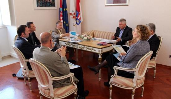 Dubrovčani i Teksašani za istim stolom (izvor www.dubrovnik.hr)