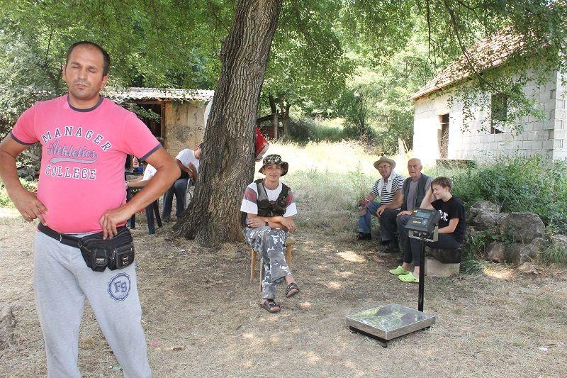 Otkupljivači smilja u Čenićima (Foto: Tris/H. Pavić)