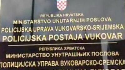 Dvojezična tabla Policijske uprave Vukovarsko-srijemska (Foto: HRT)