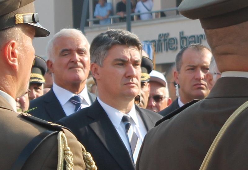Premijer Milanović prilikom polaganja vijenaca (Foto: Tris/H. Pavić)